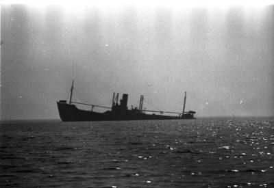Statek na morzu – sylwetka (wraku)