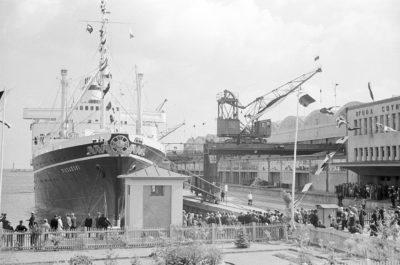"""Powitanie statku m/s """"Piłsudski"""" przy nabrzeżu Francuskim"""