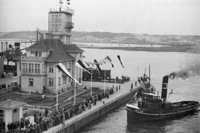 """Nabrzeże Portowe – Kapitanat Portu i holownik """"Atlas"""""""