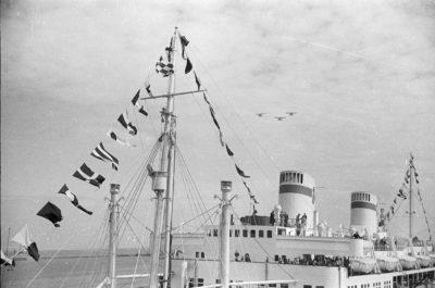 """Statek m/s """"Piłsudski"""" w gali banderowej"""