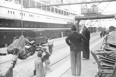 """Załadunek na statek pasażerski m/s """"Piłsudski"""""""