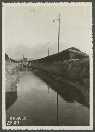 Kanał doprowadzający i odprowadzający wodę morską dla pomp elektrowni