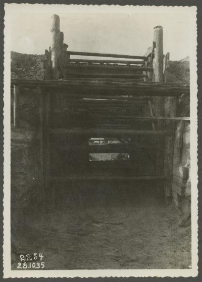 Podkop pod torem bocznicy kolejowej od strony morza