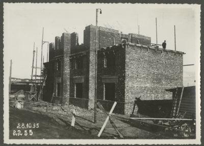 Budynek garażowy w trakcie budowy
