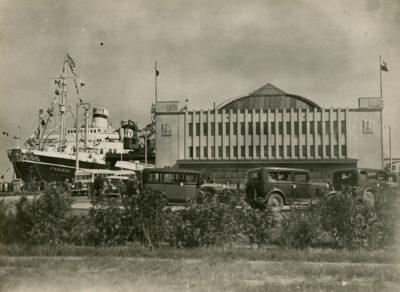 Transatlantyk m/s Piłsudski przy Dworcu Morskim na nabrzeżu Francuskim