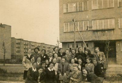 Uczennice gimnazjum żeńskiego przy ul. Czołgistów (ob. al. Marsz. J. Piłsudskiego