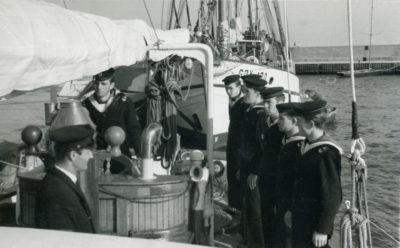 Uczniowie Szkoły Rybołówstwa Morskiego na pokładzie statku