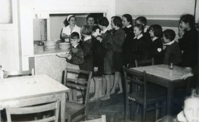 Stołówka w Szkole Podstawowej Nr 2 przy ul. Wolności w Gdyni