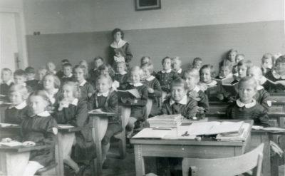 Zajęcia w sali lekcyjnej Szkoły Podstawowej Nr 5 w Gdyni Chyloni