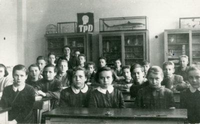 Lekcja w gabinecie biologicznym Szkoły Podstawowej Nr 10 w Gdyni Chyloni