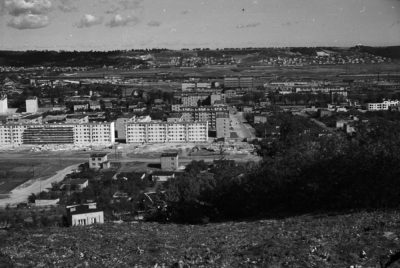 Gdynia Chylonia – widok ze wzniesienia terenu na osiedle mieszkaniowe  przy  ob. ul. Morskiej i Starogardzkiej