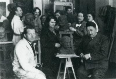 W pracowni rzeźbiarskiej Pomorskiej Szkoły Sztuk Pięknych