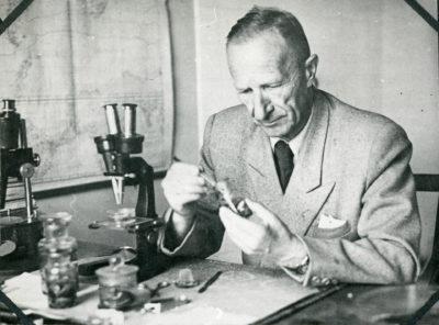 Kazimierz Demel w laboratorium Morskiego Instytutu Rybackiego