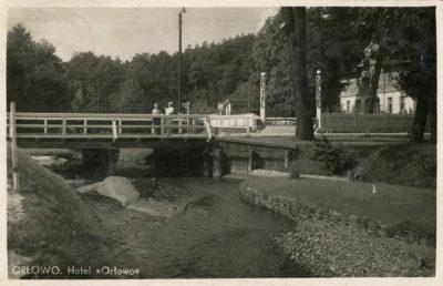"""Most nad rzeką Kaczą i hotel """"Orłowo"""""""
