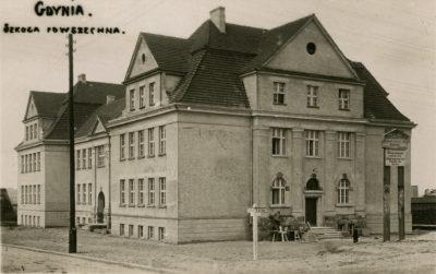 Budynek Szkoły Powszechnej nr 1 przy ul. 10 Lutego