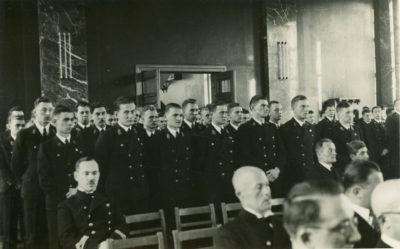 Uczniowie Państwowej Szkoły Morskiej w auli gmachu przy ul. Morskiej 79