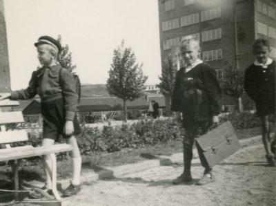 Uczniowie Szkoły Podstawowej Nr 18 w Gdyni przy ul. Czołgistów (ob. al. Marsz. J. Piłsudskiego)