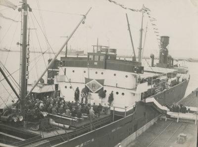 """Statek """"Robur VIII"""" podczas uroczystości poświęcenia"""