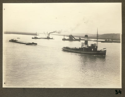 Kanał portowy – holowanie barki