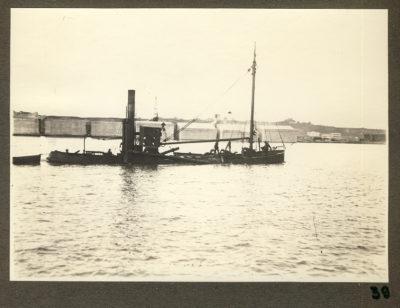 Holownik ciągnący barkę