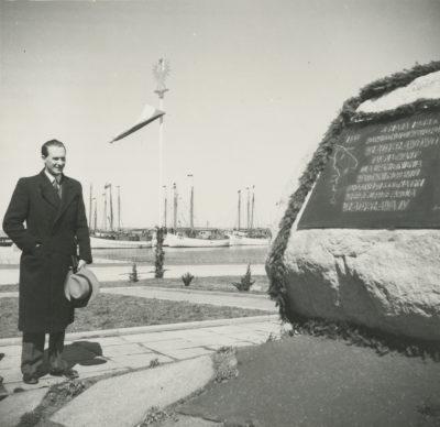 Tablica upamiętniająca otwarcie portu we Władysławowie