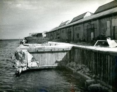 Zniszczone nabrzeże Angielskie portu rybackiego