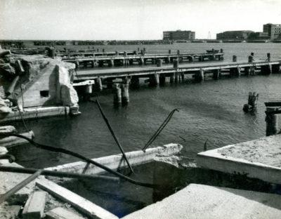 Zniszczone nabrzeże Kutrowe