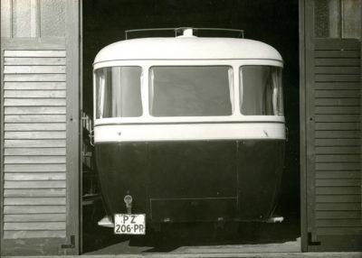 Autobus Brockway stojący w garażu MTK w Redłowie