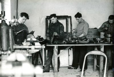 Pracownicy warsztatu naprawczego MTK w Gdyni