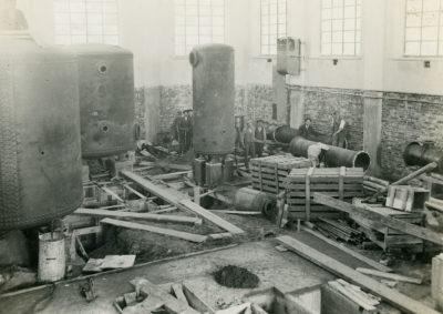 Wnętrze hali maszyn głównego ujęcia wody dla Gdyni
