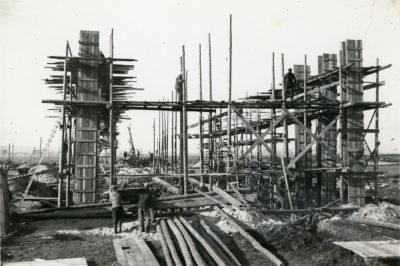 Wczesny etap budowy stacji pomp głównego ujęcia wody dla Gdyni