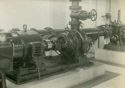 Wnętrze maszynowni stacji pomp głównego ujęcia wody dla Gdyni