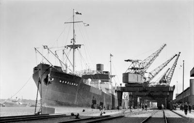 """Statek """"Nordland"""" przy nabrzeżu portowym w Gdyni"""