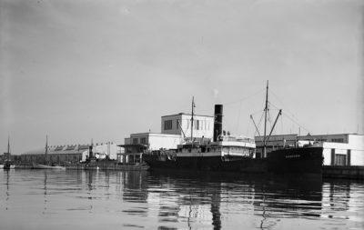 """Statek Żeglugi Handlowej """"Chorzów"""" przy nabrzeżu Kaszubskim"""