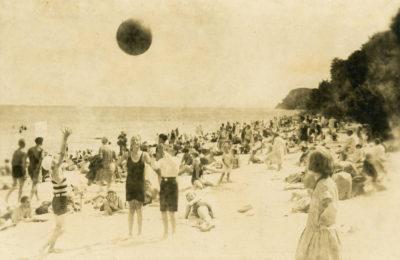 Plażowicze na gdyńskiej plaży