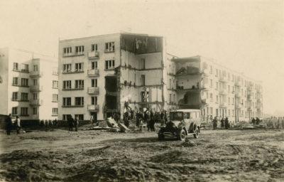 Karetka pogotowia z lat 30-tych