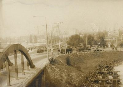 Pojazdy MO na rondzie, zwanym obecnie Węzłem Ofiar Grudnia '70