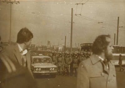 Pododdział funkcjonariuszy ZOMO w okolicy Placu Konstytucji w Gdyni