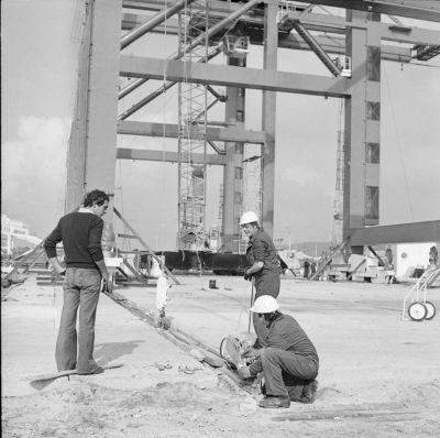 Budowa Bazy Kontenerowej w Gdyni – montaż dźwigów (mosty uchylne).