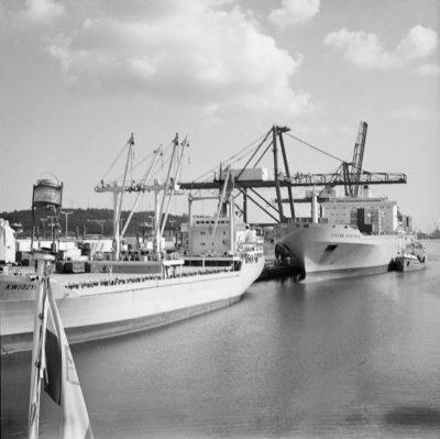 Baza Kontenerowa w Gdyni – dwa statki przy nabrzeżu Helskim I