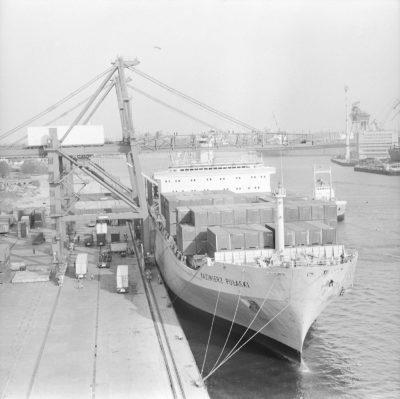 """Baza Kontenerowa w Gdyni – statek """"Kazimierz Pułasaki"""", załadunek statku"""