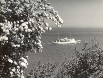 """Widok na morze i statek pasażerski """"Mazowsze"""""""