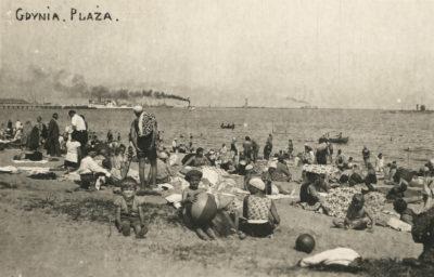 Plaża gdyńska w pobliżu Łazienek Kąpielowych