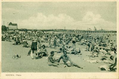 Plaża w Gdyni na wysokości promenady nadmorskiej