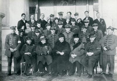 Zdjęcie pamiątkowe członków Towarzystwa Gimnastycznego w Gdyni dnia 11.11.1928 r.