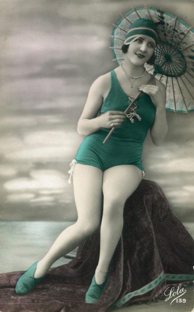 Francuska karta pocztowa przestawiająca modę plażową