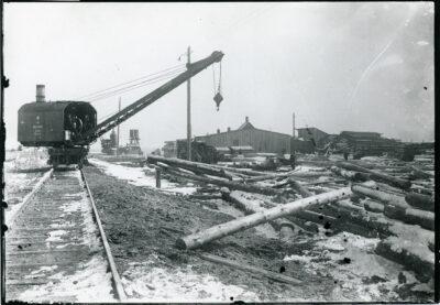 Skład drewna do budowy portu