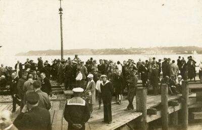 Uroczystość na molo Tymczasowego Portu Wojennego i Schroniska dla Rybaków