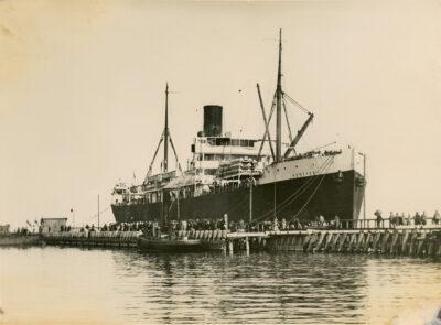 Pierwszy zagraniczny statek handlowy w porcie gdyńskim – parowiec Kentucky